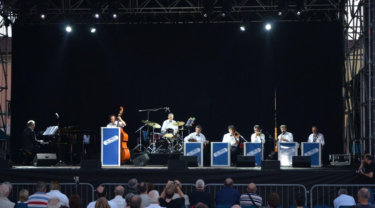 The-Swingers-Orchestra-al-Serravalle-Designer-Outlet